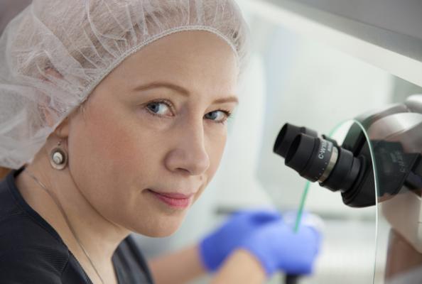 embryologe im labor